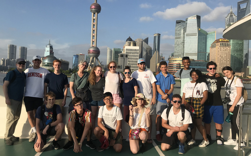 16 Students Travel to China, Connect with International Students and Alumni